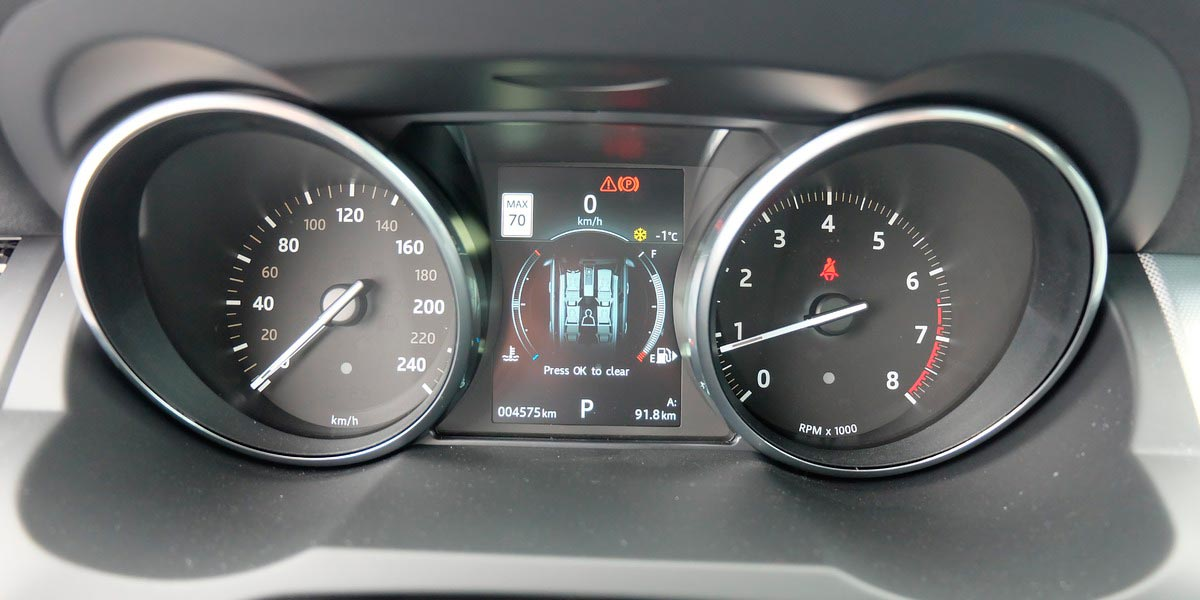 Range Rover Evoque 2016 приборная панель