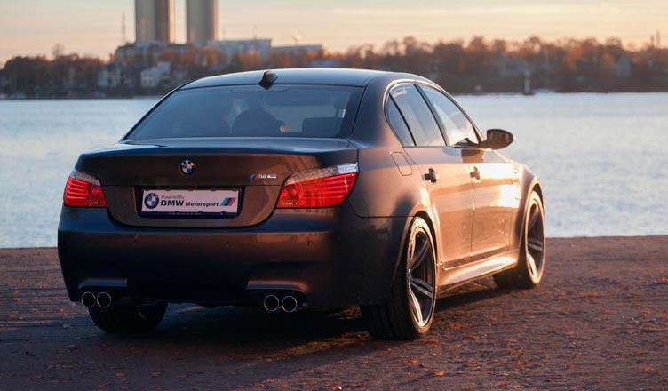 BMW M5 E60: вид сзади