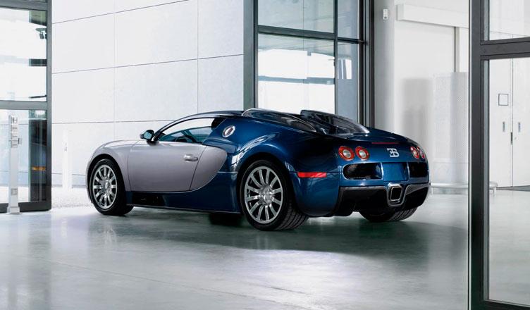 Bugatti Veyron: вид сзади