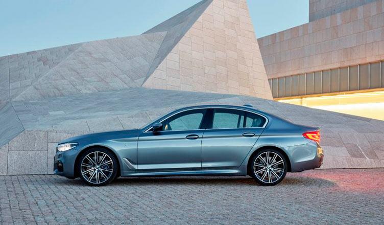 BMW 5-Series 2017: вид сбоку