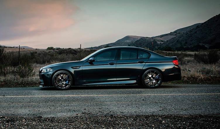 BMW M5 F10: вид сбоку