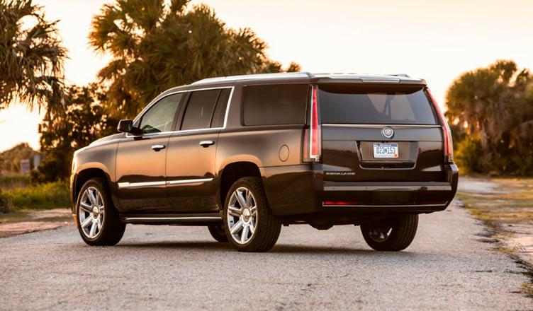 Cadillac Escalade: вид сзади