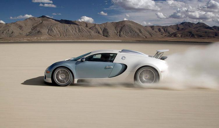 Bugatti Veyron: вид сбоку