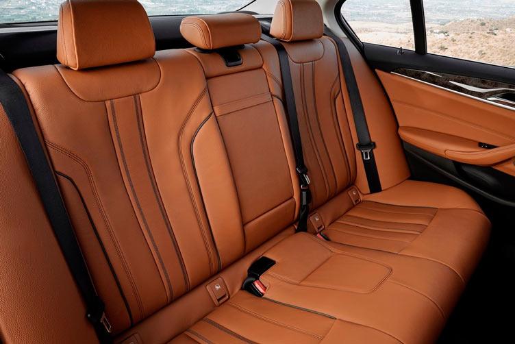 BMW 5-series 2017: задний ряд сидений