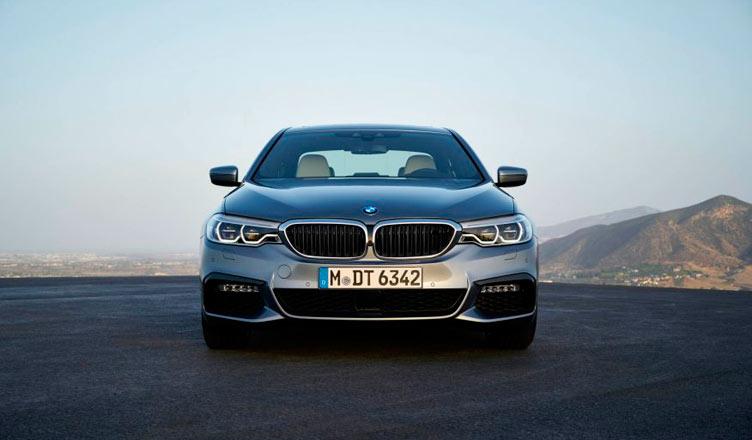 BMW G30: вид спереди